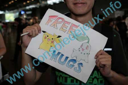 http://www.consoledejeux.info/photos/salons/japan-expo-2009/free-hugs/b-japan-ex-09-freehugs-22.jpg