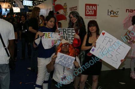 http://www.consoledejeux.info/photos/salons/japan-expo-2010/free-hugs/b-free-hugs-03.jpg